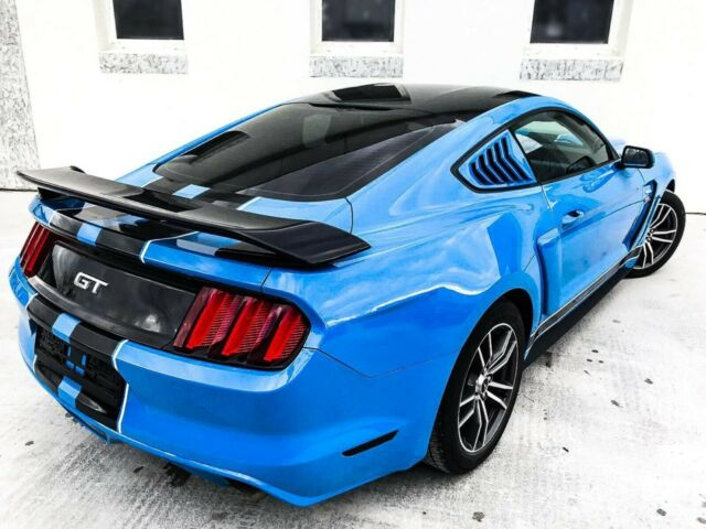 Ford Mustang - image 6