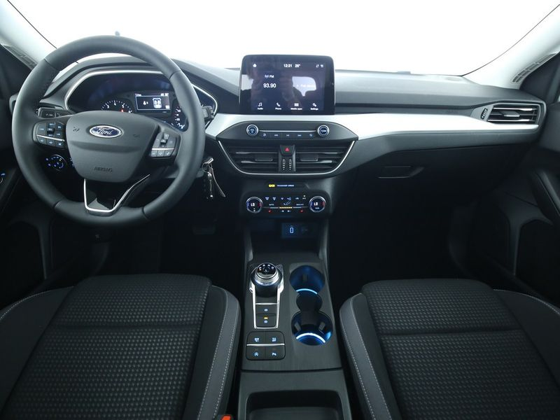 Ford Focus - image 6