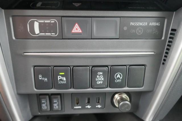 Mitsubishi L200 - image 11