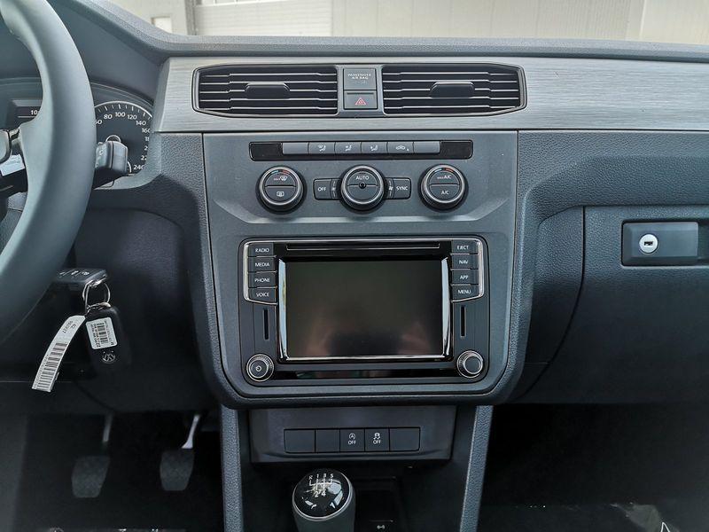 VW Caddy - image 11