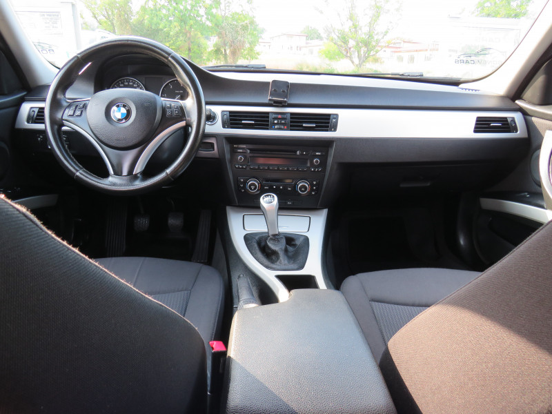 BMW 320 - image 10