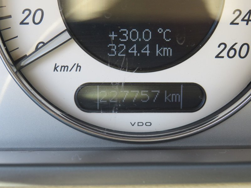 Mercedes-Benz Е 320 - image 12