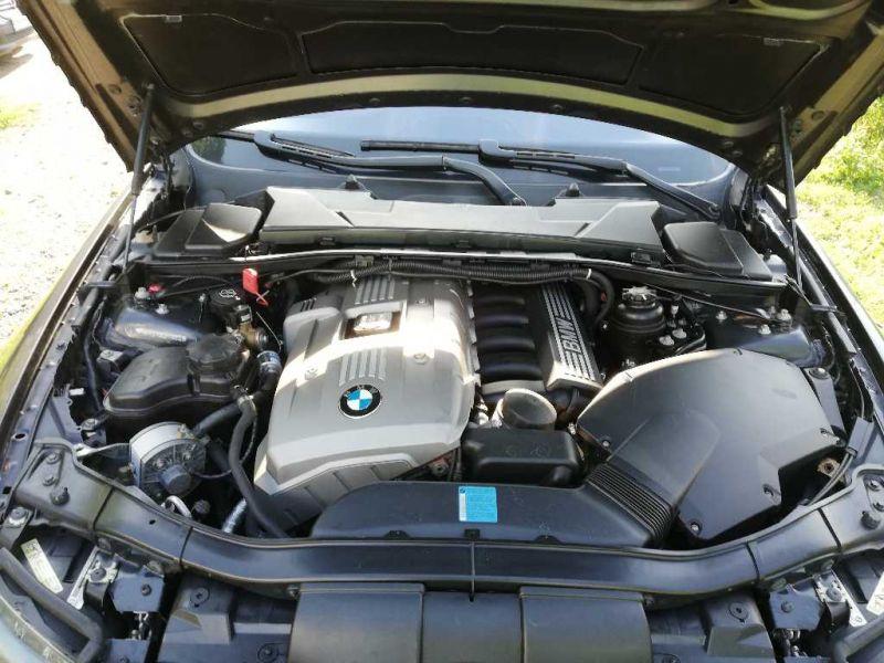 BMW 325 - image 12