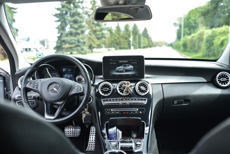 Mercedes-Benz C 220 - image 8