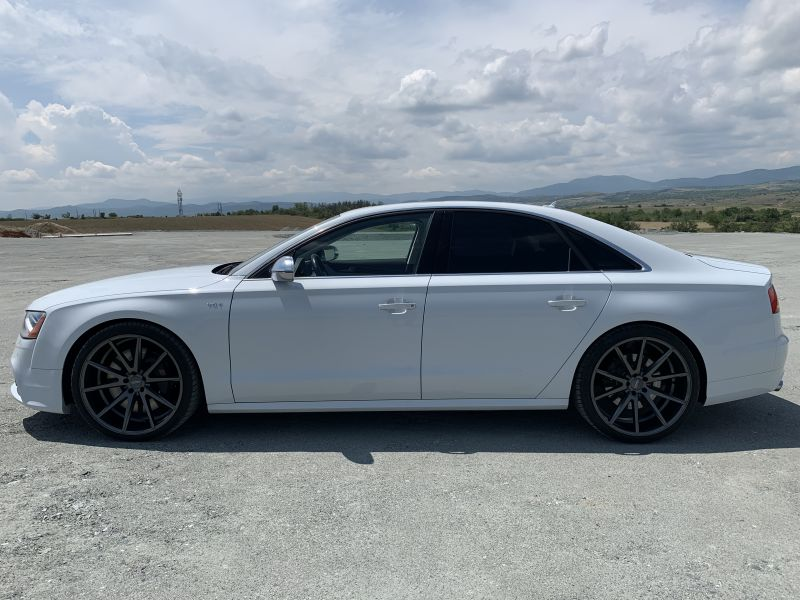 Audi S8 - image 4