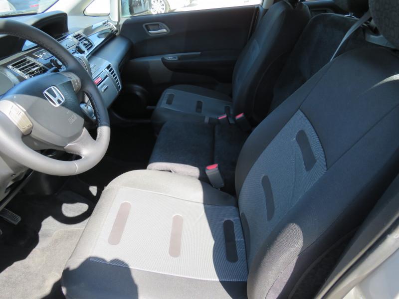 Honda FR-V - image 9