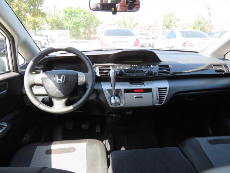 Honda FR-V - image 12