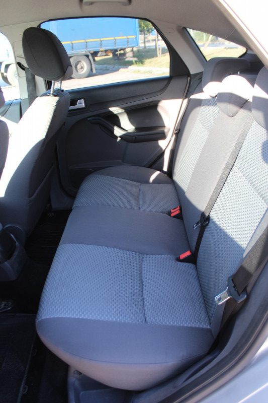 Ford Focus - image 9