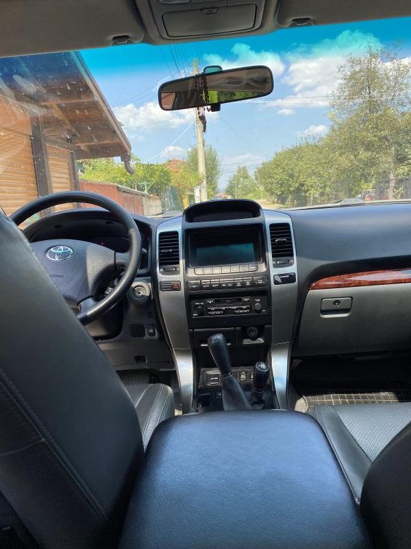 Toyota Land Cruiser - image 7