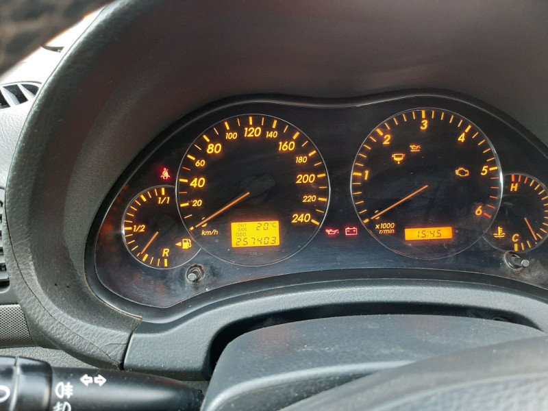 Toyota Avensis - image 11