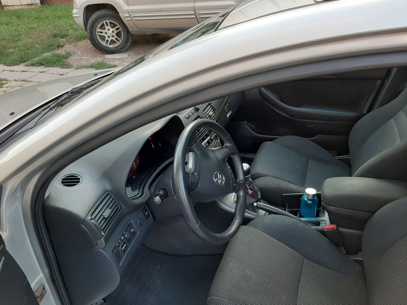 Toyota Avensis - image 6