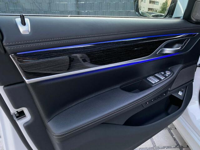BMW 740 - image 9