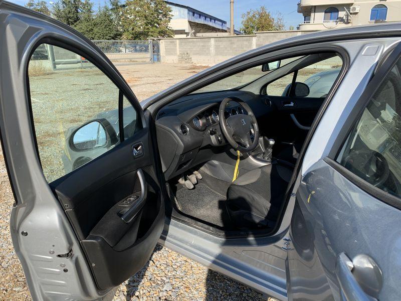 Peugeot 308 - image 7