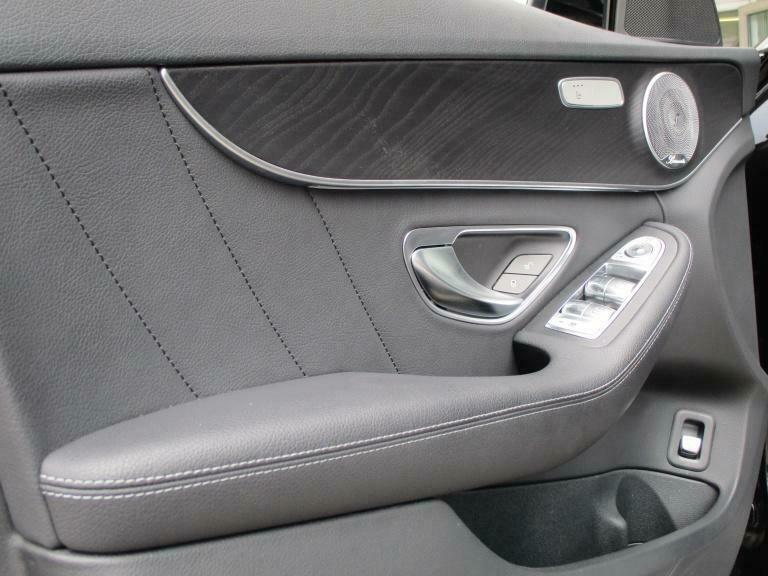 Mercedes-Benz C 300 - image 4