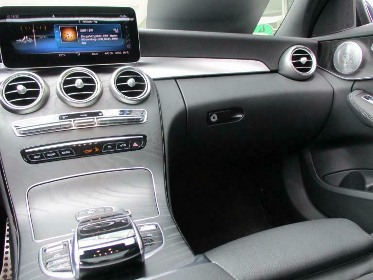 Mercedes-Benz C 300 - image 7