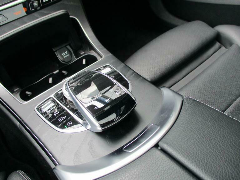 Mercedes-Benz C 300 - image 11