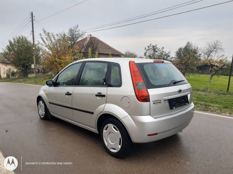 Ford Fiesta - image 7