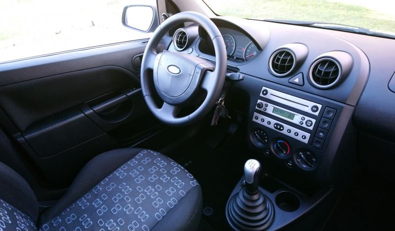 Ford Fiesta - image 8