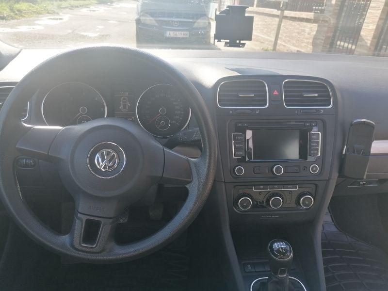 VW Golf - image 9