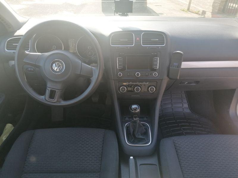 VW Golf - image 10