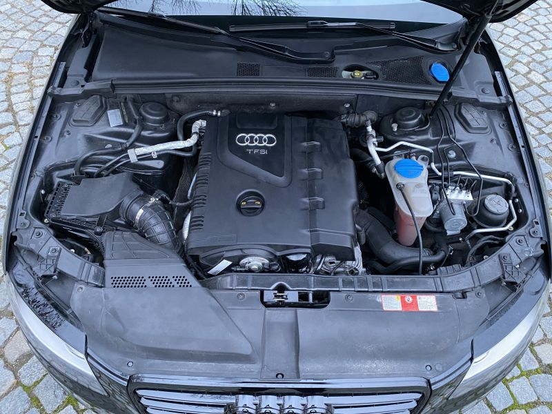 Audi A4 - image 12