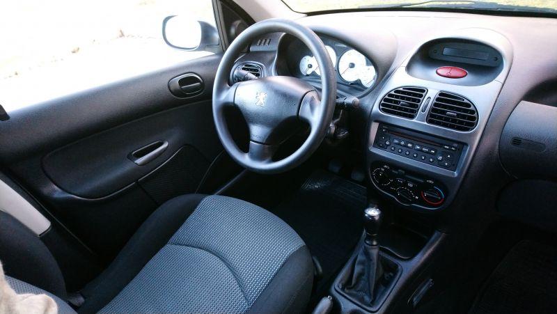Peugeot 206 - image 7