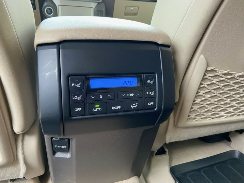 Toyota Land Cruiser - image 4
