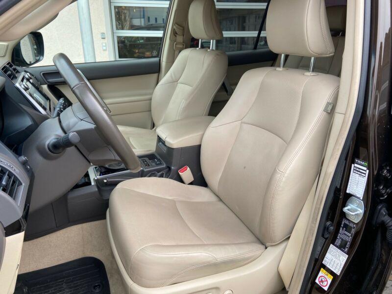 Toyota Land Cruiser - image 5