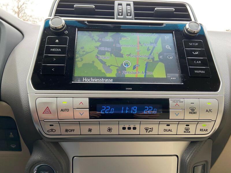 Toyota Land Cruiser - image 9