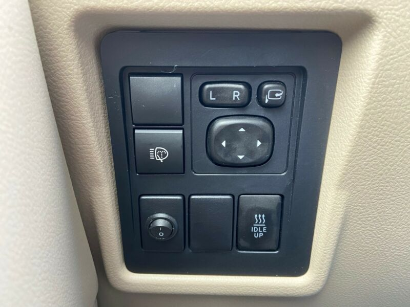Toyota Land Cruiser - image 12