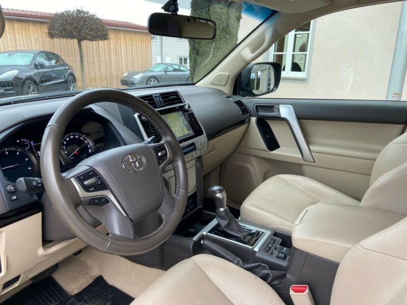 Toyota Land Cruiser - image 11