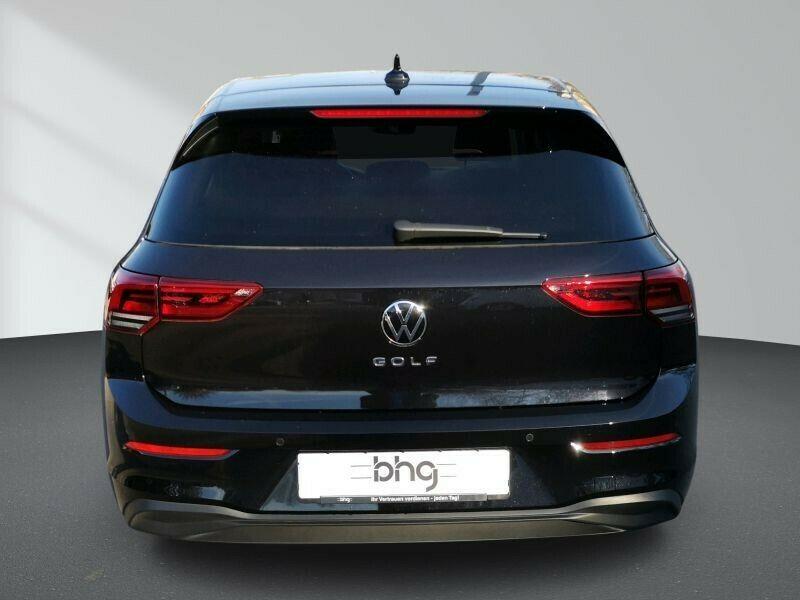 VW Golf - image 5