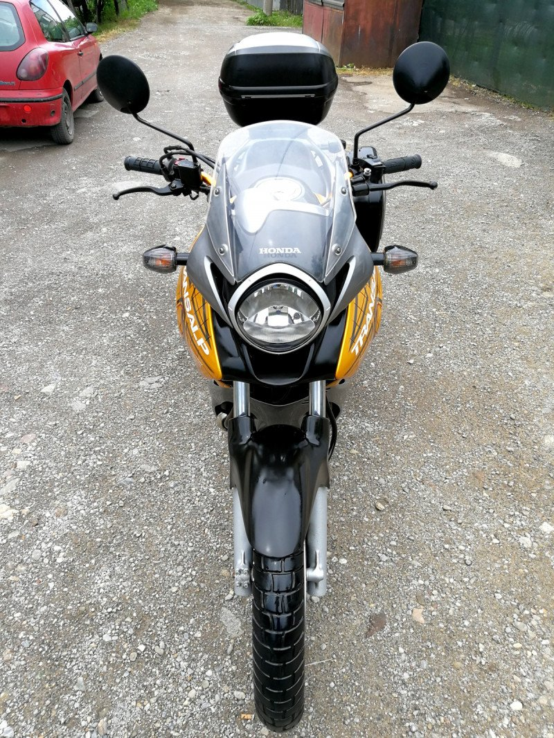 3- Honda Xlv