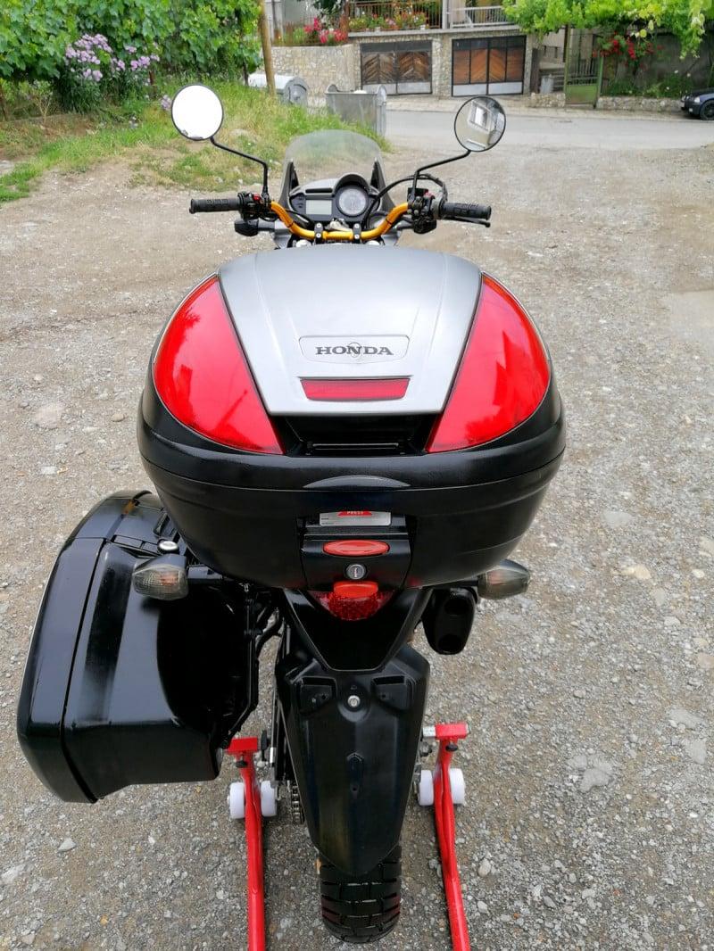 6- Honda Xlv