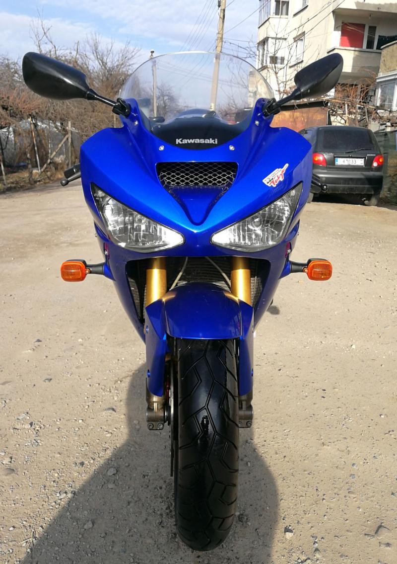 3- Kawasaki Zxr