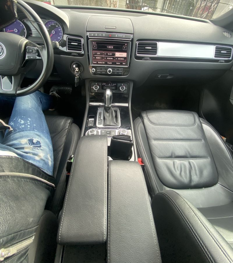 VW Touareg - image 8