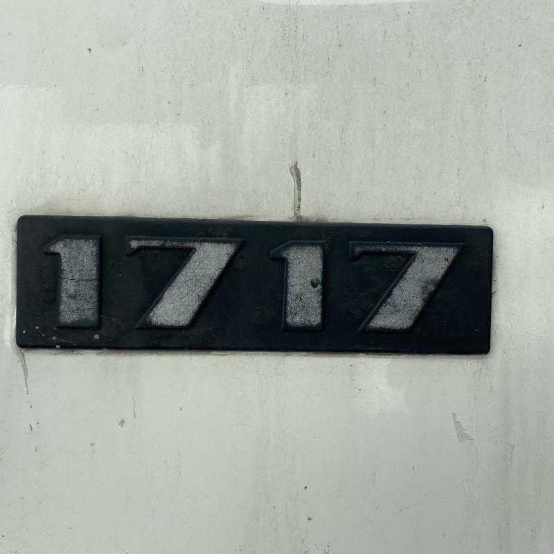 9- Mercedes-Benz 1719