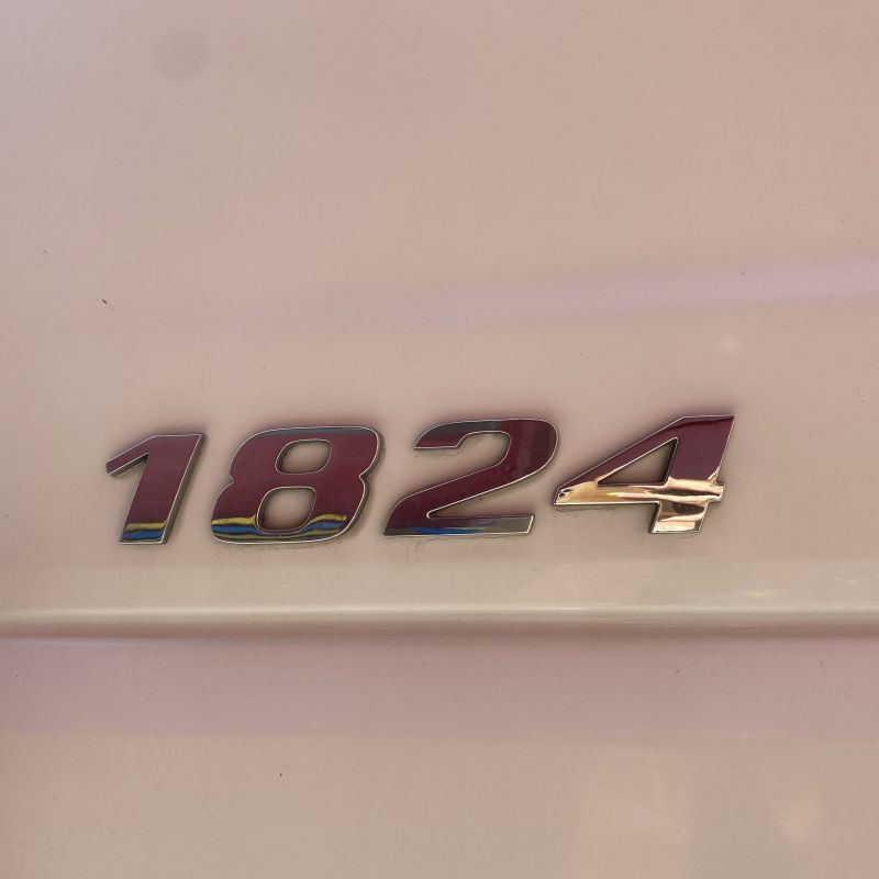 10- Mercedes-Benz 1824