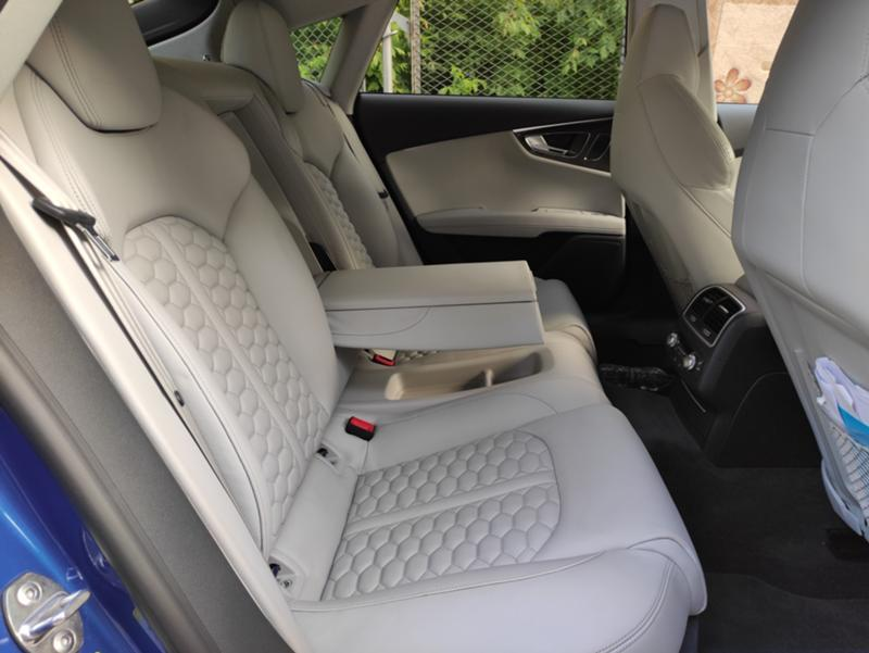 Audi RS7 - image 11