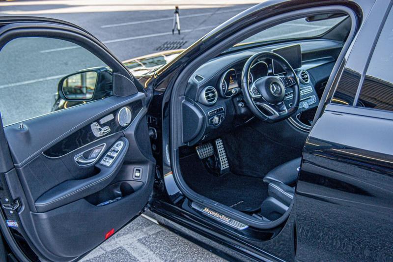 Mercedes-Benz C 400 - image 10