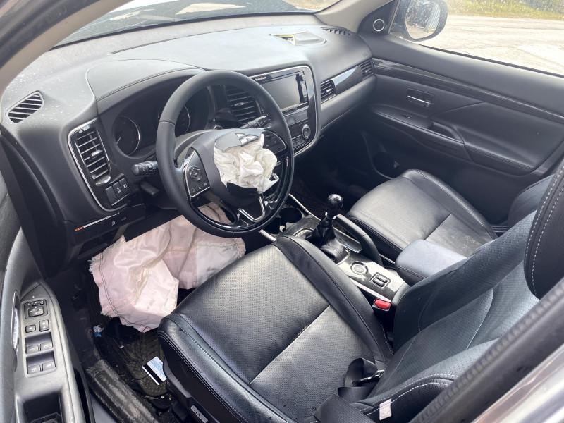 Mitsubishi Outlander - image 7